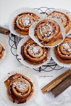 Kanelbullar - swedish cinnamon rolls with cardamom and almond paste ...