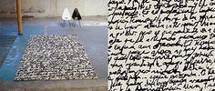 Alfombra Manuscrit de Nani Marquina. Las alfombras Manuscrit, diseñadas por Joaquim Ruiz Millet, son realizadas mediante la técnica Hand tufted. Combinan el blanco y el negro. Así, intensifican su identidad. Sus carácteres espigados trasladan el plano de las manos al de los pies y, ampliándolo, se convierte en abstracto lo originario. Estas alfombras son una obra de arte bajo los pies.
