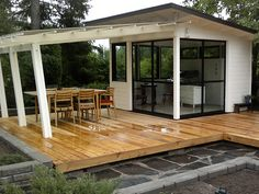 Olotar Maku+Katve sovellus Modern Shed, Dream Garden, Home And Garden, Summer Cabins, Shed To Tiny House, Old Houses, Tiny Houses, Garden Arbor, Garden Studio