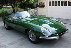 Jaguar XKE Roadster Jaguar XKE was powered by 4.2 L, 6 cylinder engine that produces 265 hp at 4500 rotation per minute.