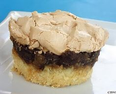 Quand j'ai vu cette recette chez Miss libellule et ses spatules , ça me disait quelque chose ce gâteau avec une belle meringue sur le dessu...