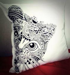 Cojines totalmente pintados a mano #personalizados #hechoconamor #hechoamano #compralocal  whatsapp 3162591323 Manado, Tattoos, Shop Local, Toss Pillows, Hand Made, Tatuajes, Tattoo, Tattos, Tattoo Designs