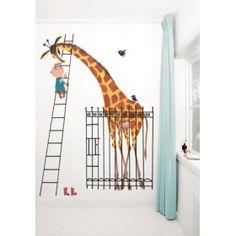 Behang Jongetje op trap naar Giraffe