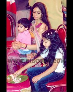 Sridevi with her adorable daughters Movies 2017 Download, Vintage Bollywood, Beauty Queens, Movie Stars, Wonder Woman, Actresses, Memories, Daughters, Pictures