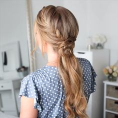 Braided Hairstyle for Long Hair hair tutorial video, braided hairstyle for long hair Hey girls! Today we are going to talk about those gorgeous braid styles. I will show you the best and trendy hair braid styles with some video tutorials. Short Hair Updo, Short Hair Styles Easy, Braids For Long Hair, Ponytail Hairstyles, Cool Hairstyles, Rose Gold Hair Blonde, Caramel Blonde Hair, Pinterest Hair, Hair Videos