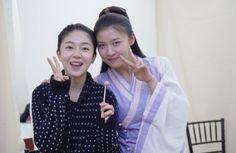 Ha ji won & Baek jin hee behind the scenes of Empress Ki Korean Actresses, Asian Actors, Korean Actors, Han Ji Won, Baek Jin Hee, Empress Ki, Korean Entertainment, Ji Chang Wook, Scene Photo