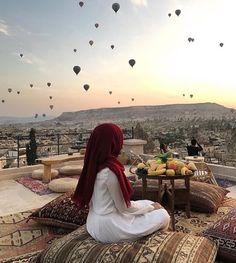 Travel Destinations Hijab Style - Hijab Fashion- H. - Travel Destinations Hijab Style – Hijab Fashion- H… – Hijab Outfit, Hijab Niqab, Muslim Hijab, Hijab Chic, Hijabi Girl, Girl Hijab, Beautiful Muslim Women, Beautiful Hijab, Muslim Girls