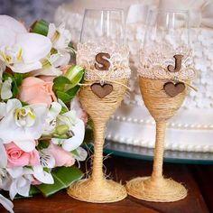 Taças rústicas para Silésia e Junior. Uma fofura para casamento em estilo cowntry, rústico chic... www.ateliecrisetiago.com.br  #casamento #wedding #casar #casarnoes #noiva #noivasdeluxo #noivinha #tacadosnoivos #taca #tacarustica #casamentorustico #casamentocowtry #tacas #ateliecrisetiago #inspiration #weddingideas