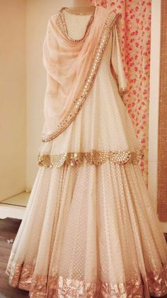 Pakistani Suits Party Wear Bridal Indian Weddings ` Weddings With No Bridal Party Pakistani Dresses Casual, Indian Gowns Dresses, Indian Fashion Dresses, Pakistani Bridal Dresses, Dress Indian Style, Pakistani Dress Design, Indian Designer Outfits, Designer Ethnic Wear, Indian Outfits