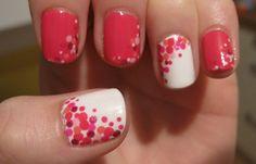 Diseños de uñas con puntos o lunares, diseño de uñas con puntos aleatorios.  Únete al CLUB, síguenos! #decoraciondeuñas #decoratednails #uñasbonitas