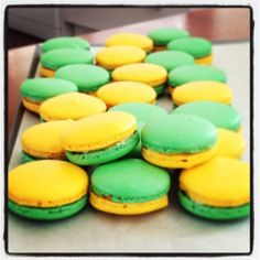 australia day macarons - green and gold Australian Party, Australian Food, Australian Recipes, Holiday Desserts, Holiday Recipes, Australia Day Celebrations, Aussie Food, Anzac Day, Small Cake