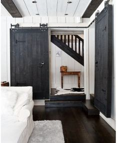 Installing interior barn door hardware can transform the look of your room. Read these steps in buying interior barn door hardware. Style At Home, Architecture Design, Interior Sliding Barn Doors, Sliding Doors, Entry Doors, Patio Doors, Black Barn, Black White, White Barn