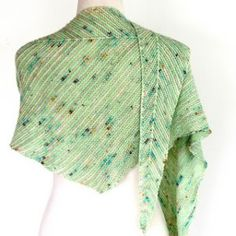 Go subtle or go bold with this fun shawl. Opt for gentle stripes for a neutral shawl, perfect for any occasion, then knit another in your favourite brights, neons, gradient or speckled hues teamed with a strong solid for a show-stopping accessory. Designer Knitting Patterns, Knitting Designs, Knit Patterns, Knitting Projects, Knitting Ideas, Knitted Shawls, Crochet Scarves, Wrap Pattern, Knit Or Crochet