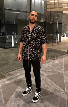 Urban Chic Outfits, Mens Fashion Summer Outfits, Urban Chic Fashion, Urban Fashion Women, Black Men Street Fashion, Casual Street Style, Looks Style, Swagg, Types Of Fashion Styles