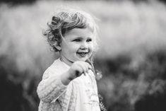 Warum in einem Studio sitzen, wenn man einfach einen Spaziergang machen kann? Hochzeitsfotograf Sauerland #Familyshoot #Familienshooting #shooting #familienfotograf #outdoorshooting #rieselfelder Family Shoot, Studio, Couple Photos, Couples, Kids, Outdoor, Happy Family, Photographers, Heart