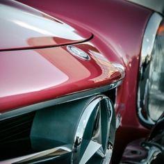 Pure elegance.  #MBphotocredit @roycer924  #Mercedes #Benz #300SL #classiccar #instacar #luxury #germancars #carsofinstagram cc: @mbclassiccenter