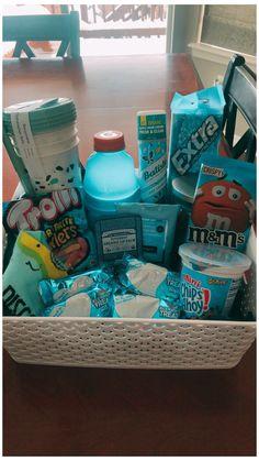 Diy Best Friend Gifts, Cute Gifts For Friends, Bf Gifts, Bestie Gifts, Birthday Gifts For Best Friend, Cute Birthday Gift, Birthday Gift Baskets, Blue Birthday, Diy Birthday