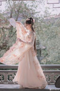 Chinese Traditional Costume, Traditional Fashion, Traditional Dresses, Oriental Dress, Oriental Fashion, Asian Fashion, Unique Prom Dresses, Chinese Clothing, Hanfu