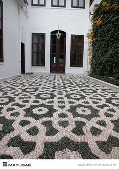 You can decorate your garden paths with river pebbles. There are two ways to be done. First, yo can buy different colors of pebbles to set . Garden Stones, Garden Paths, Garden Art, Garden Design, Home And Garden, Mosaic Rocks, Pebble Mosaic, Stone Mosaic, Rock Mosaic