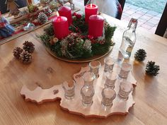 Schnapsbrettl in Österreichform Table Decorations, Home Decor, Carpentry, Schnapps, Christmas Presents, Timber Wood, Decoration Home, Room Decor, Home Interior Design