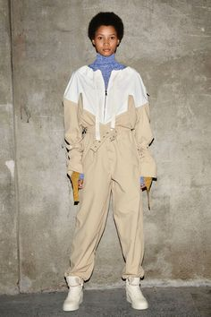 Moncler 2 1952 Spring 2019 Ready-to-Wear Fashion Show Collection: See the complete Moncler 2 1952 Spring 2019 Ready-to-Wear collection. Look 1 Men's Casual Fashion Tips, Dope Fashion, Sport Fashion, Fashion Outfits, Feminine Fashion, Feminine Style, Fashion Trends, Moncler, Milano Fashion Week