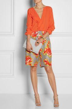 Uma cor da estampa repetida na blusa. Forma mais fácil de começar a explorar as estampas.