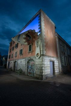 British sculptor Alex Chinneck has brought his mind-bending illusions to Italy with an incredible installation for Milan Design Week Amazing Architecture, Architecture Design, Building Architecture, Building Exterior, Artistic Installation, Milan Design, First Art, Public Art, Oeuvre D'art
