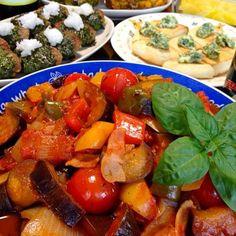 がっぷり♪♪食べられちゃう1品。パンに乗せても、パスタに絡めても。いっぱい食べても安心wです〜☆ - 163件のもぐもぐ - ラタトゥイユです。お野菜いっぱい!でビタミンたっぷり♪ウチのお味で、暑い夏を乗り切ります☆ by yumyumy1