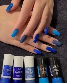 deep blue nail art design for winter season 18 Summer Acrylic Nails, Best Acrylic Nails, Blue Nail Polish, Blue Nails, Stylish Nails, Trendy Nails, Nail Paint Shades, Sns Nails Colors, Nail Designer