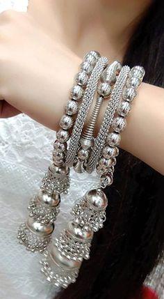 Antique Jewellery Designs, Fancy Jewellery, Stylish Jewelry, Fashion Jewelry, Fashion Clothes, Bridal Bangles, Bridal Jewelry Sets, Silver Bangles, Silver Jhumkas
