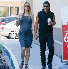 Эдди Мерфи на прогулке с беременной подругой