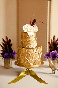 Glam gold wedding cake {Photo by Katelyn James Photography via Project Wedding}