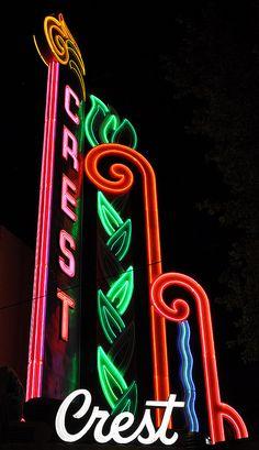 Crest Theatre, Sacramento CA. Zippertravel.com Digital Edition