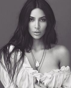 Kim Kardashian, under the KKW Beauty brand, launches the collection of KKW Fragrance. The reality TV star Kim Kardashian launches today a new. Kim Kardashian Hot, Estilo Kardashian, Kardashian Family, Kardashian Jenner, Kim Kardashian Photoshoot, Kardashian Beauty, Kylie Jenner, Kendall Jenner Outfits, Headshot Photography