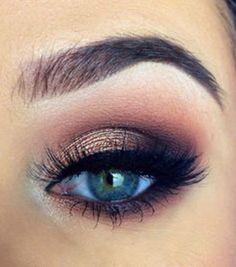 Le maquillage pour les yeux bleus
