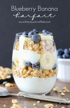 Blueberry Banana Breakfast Parfait – a delicious yogurt parfait filled with fresh blueberries, banana and homemade blueberry flax granola. A great way to start your day. Parfait Recipes, Yogurt Recipes, Smoothie Recipes, Dessert Recipes, Smoothies, Parfait Desserts, Fruit Parfait, Smoothie Bowl, Drink Recipes