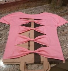 ~DIY~ Bow Back Shirt. Doing this to my 4th of July shirt!!(: