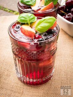 Kesän coolein drinkki: marjaisa punaviinispritzer