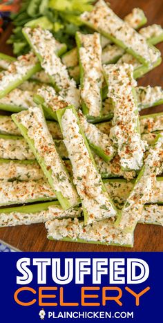 appetizers for party Italian Cream Cheese Stuffed Celery - outrageously good with only 5 ingredients! A party favorite! Can make in advance and refrigerate until ready to serve. Finger Food Appetizers, Yummy Appetizers, Appetizers For Party, Cream Cheese Appetizers, Food For Parties, Snacks For Party, Toothpick Appetizers, Vegetable Appetizers, Simple Appetizers