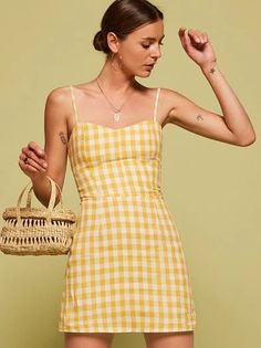Easy breezy blah blah - new spring linens are here. This is a mini length, fit and flare dress with a sweetheart neckline and smocking on the back bodice. http://bit.ly/2qpwOay