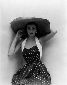 Ever so pretty classic polka dots and massively wide brim hat '50s