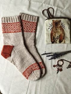 Ravelry: Cozy Natural Socks pattern by Sandra C Knitting Projects, Crochet Projects, Knitting Patterns, Crochet Patterns, Knit Mittens, Knitting Socks, Knit Socks, Tricot Simple, Ravelry