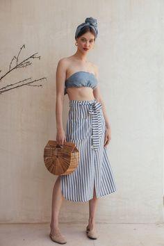 Our Latest Vegan Bag Obsession: Cult Gaia - Eluxe Magazine Fashion 2020, Fashion Tips, Fashion Trends, Skirt Outfits Modest, Latest Fashion For Women, Womens Fashion, Style Minimaliste, Style Casual, Minimal Fashion