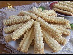 Imagini pentru ce are petruta dinu zice petruta dinu Romanian Desserts, Romanian Food, Spritz Cookies, Galletas Cookies, Biscuits, Pita, Joy Of Cooking, Best Cookie Recipes, Pie Dessert