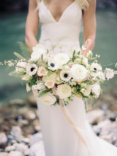 Romantic + Organic Bouquet | Photography: Winsome + Wright