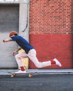 Today, skate outfit is so accepted in popular culture, that'd it look like fair game for every to don. Look Skater, Skater Boys, Streetwear Mode, Streetwear Fashion, Look Fashion, Street Fashion, Mens Fashion, Travel Fashion, Fashion Boots