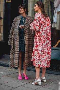 Londres leva excentricidade das passarelas para o street style - Vogue | Streetstyle