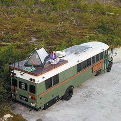 School Bus Tiny House, School Bus Camper, Bus House, Camping Style, Camping Car, Caravan Home, Converted School Bus, Saint Nazaire, Bus Living