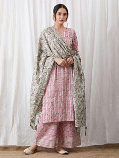 Pink Hand Block Printed Cotton Kurta with Palazzo and Green Dupatta - Set of 3 Simple Pakistani Dresses, Pakistani Fashion Casual, Indian Dresses, Indian Outfits, Indian Fashion, Indian Attire, Indian Ethnic Wear, Kalamkari Dresses, Multi Way Dress