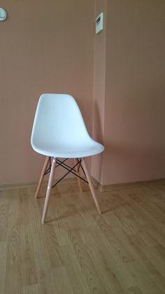 FINN – Stol Paris. Hvit. Eames, Chairs, Furniture, Home Decor, Decoration Home, Room Decor, Home Furnishings, Stool, Side Chairs
